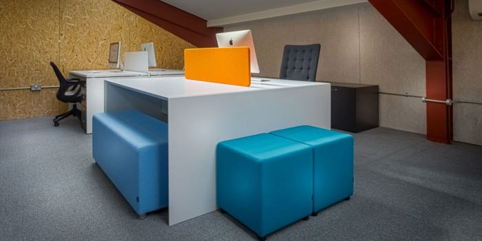 2500 sq foot of modern office furniture