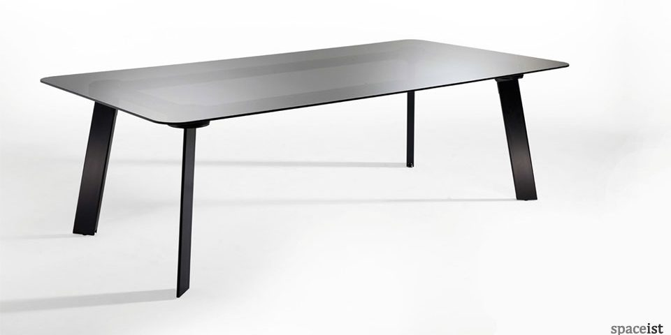 Spaceist-Blade-black-glass-meeting-table-1.jpg
