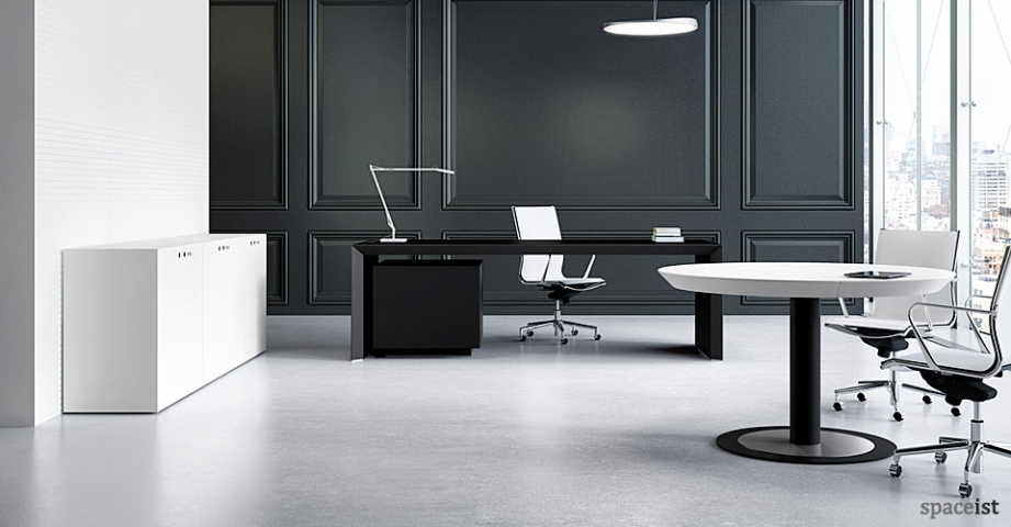 Spaceist-CEO-black-executive-desk.jpg