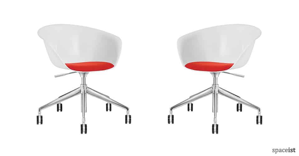 Spaceist-Duna-plastic-meeting-chair-blog.jpg