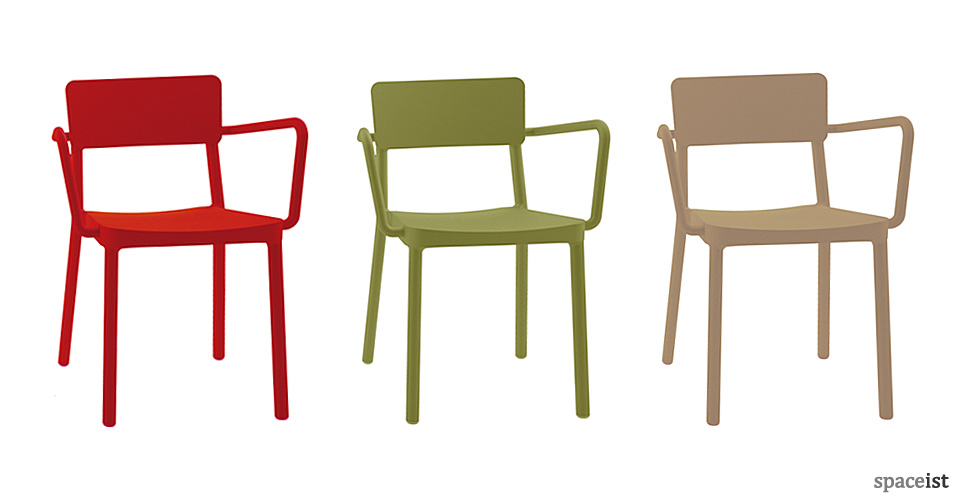 Spaceist-Lisboa-arms-red-green-sand-chair-blog.jpg