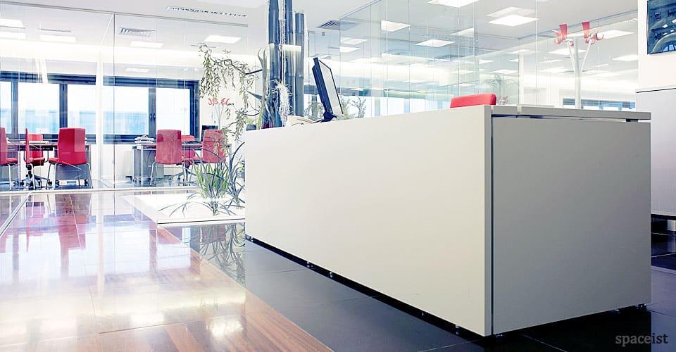 Spaceist-XL-white-reception-desk.jpg