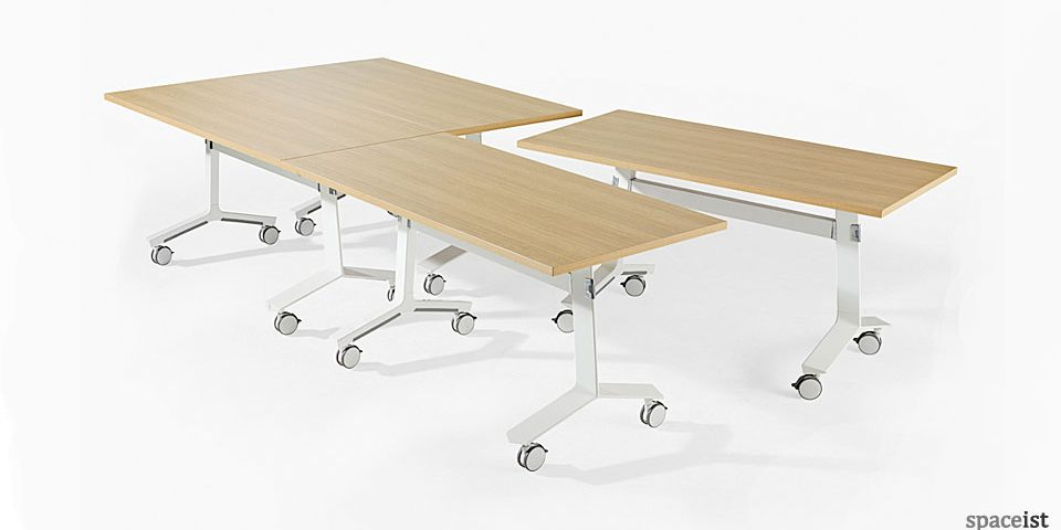 spaceist-Blade-folding-table-oak-top.jpg