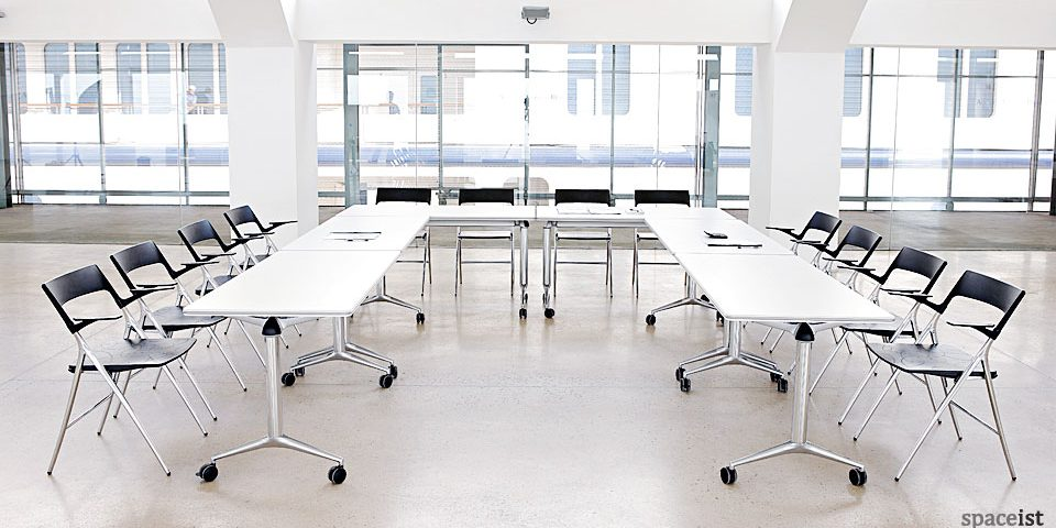 spaceist-Trama-U-shaped-conference-table.jpg