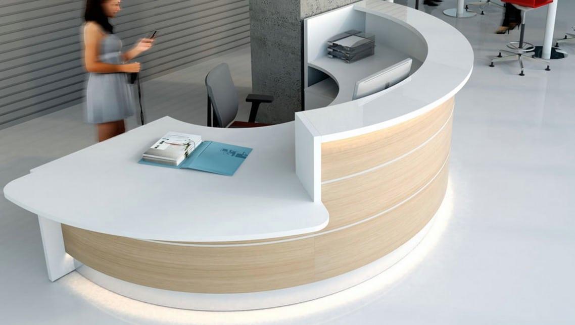 spaceist_vlade_half-circle-desk-white_spaceist.jpg