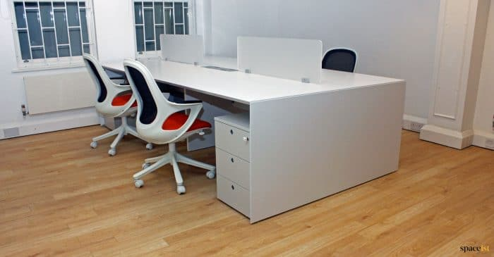 Forty5 desk in white