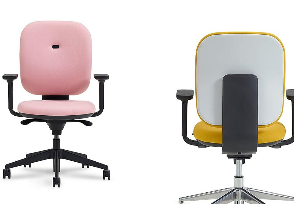 Can the Right Office Furniture Help to Improve your Body Language?