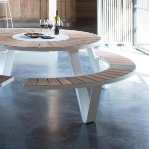 Can round dining tables help to save space?