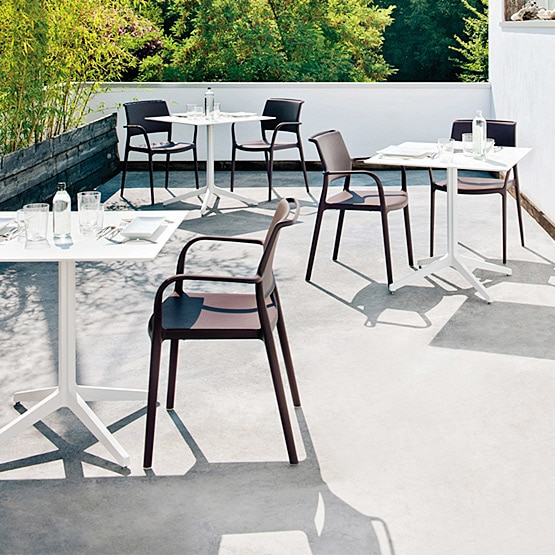 Do you sell outdoor cafe table & chair sets?