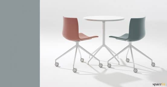 Pink meeting chair with castors