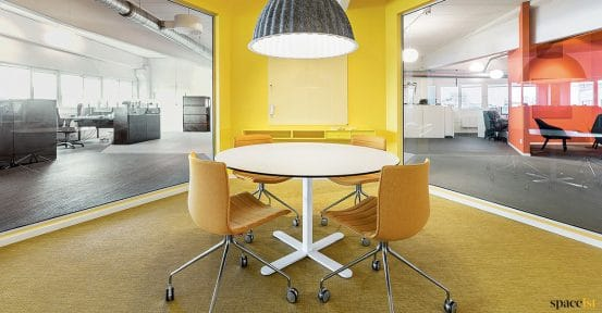 Swivel meeting chair