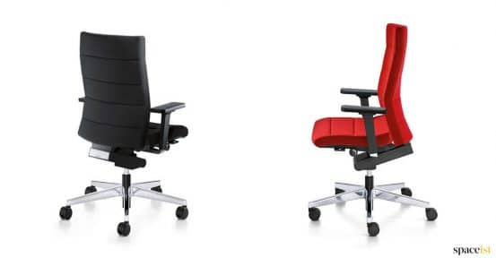 Executive chair with panelled seat fabric