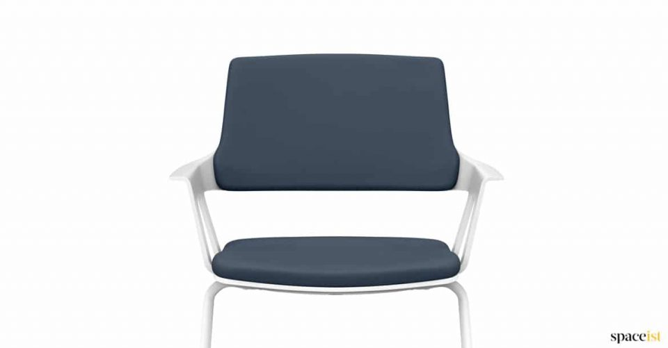 Meeting chair with arms + blue fabric seat