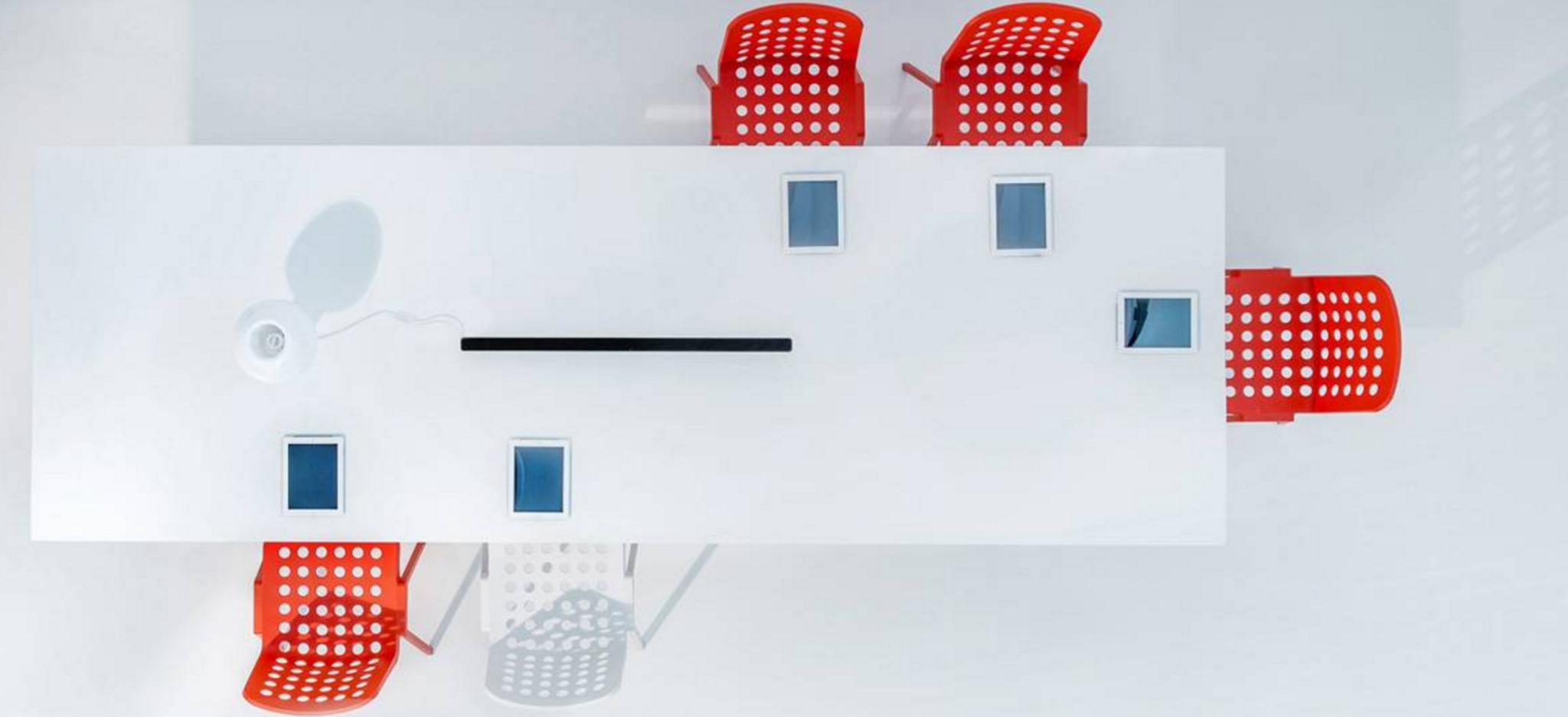 spaceist-Ark- meeting-table-sleek-office-blog