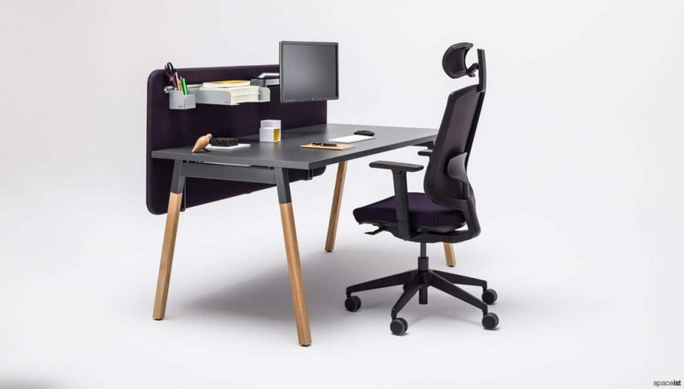 Black desk with screen + oak legs