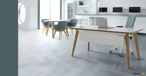 Solid wood executive desk - Art