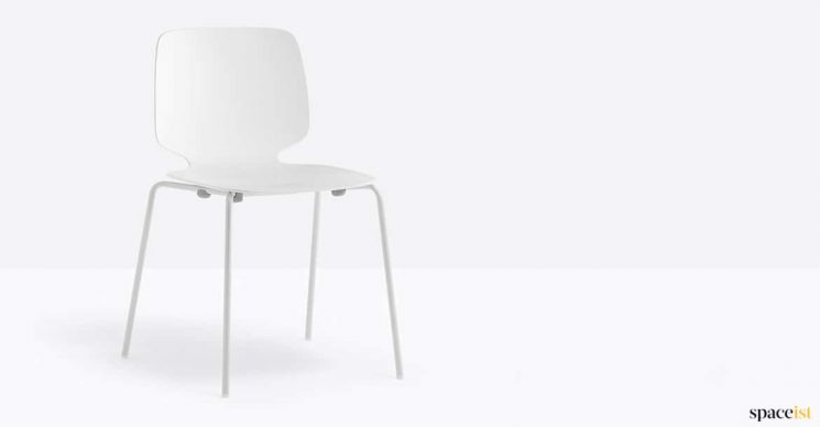 White chair strackable
