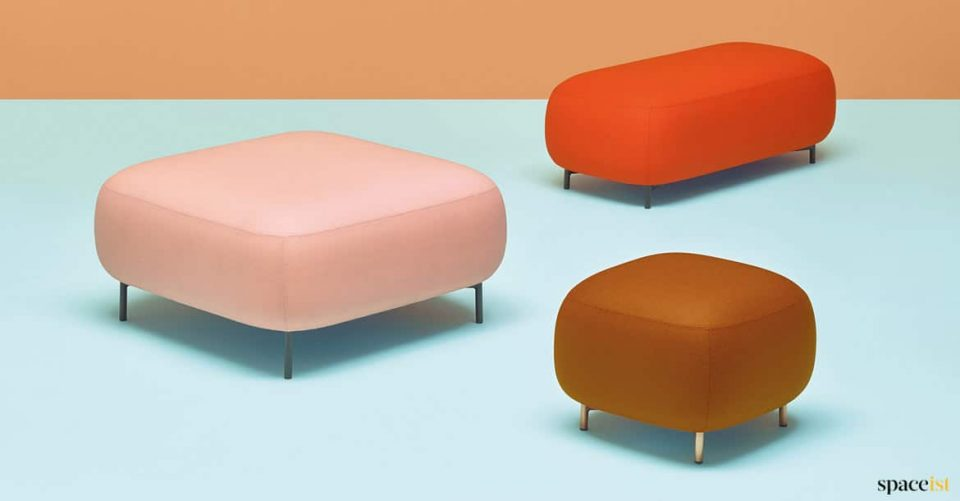 Low bubble shaped reception stools