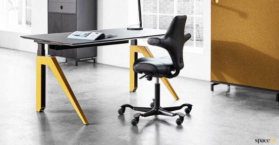 Cabale standing desk with yellow leg