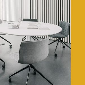 Dizzie meeting table with Catifa46 black chairs