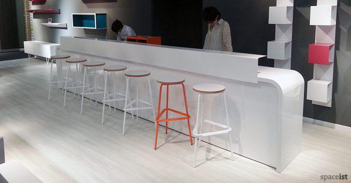 Hi-line curvy long white reception desk