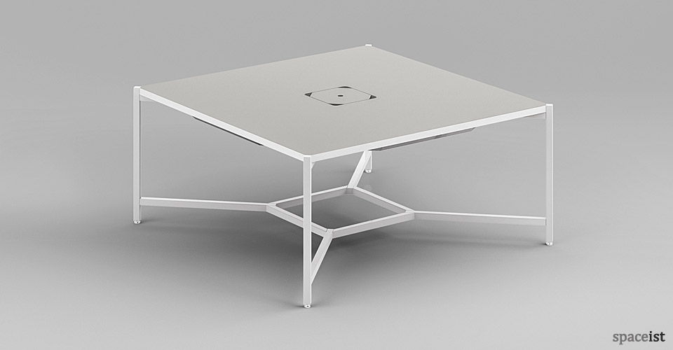 Spaceist-Hub-four-person-desk
