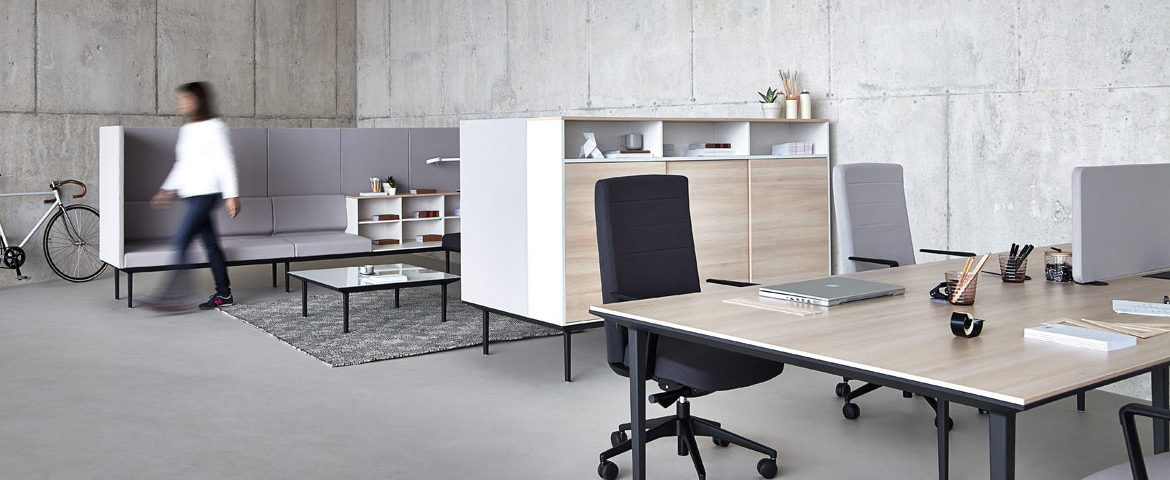 4 Person Bench Desk with a Black Legs