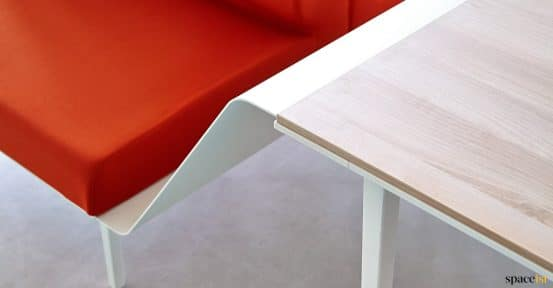 Longi red sofa-desk closeup