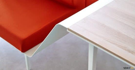Longi red sofa-desk closeup