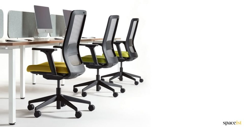 Max mesh desk chair with green seat