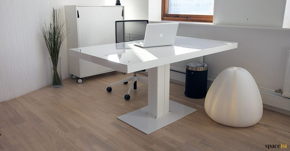 Milk large standing desk with gloss top