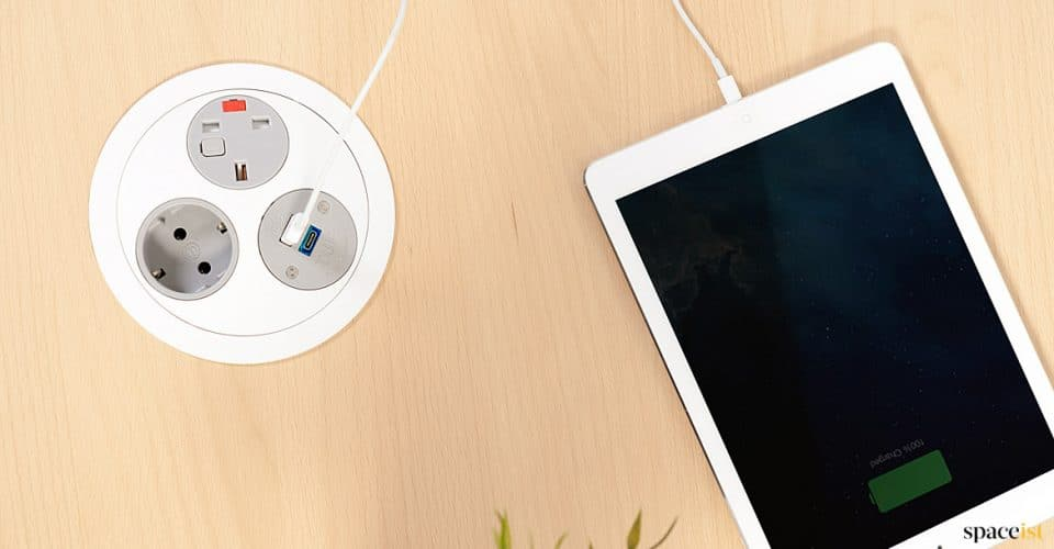 Spaceist-Pandora-rotating-ipad-charger-for-desk