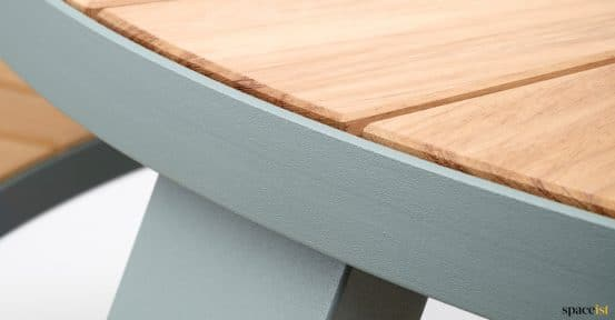 Pastel coloured picnic table - Pentagale