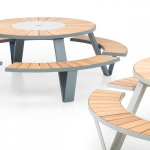 Pastel coloured round table - Pentagale