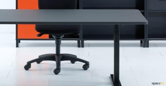Q20 standing desk closeup