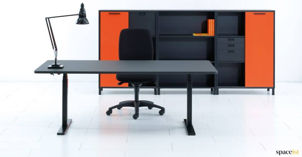 Q20 standing desk in black
