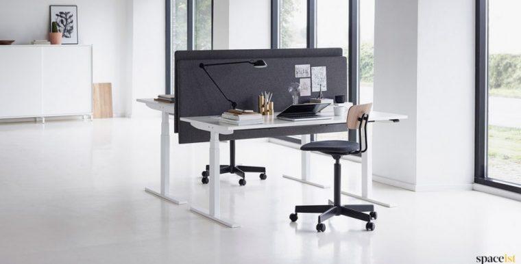 Spaceist-Q20-white-height-adj-desk-960x500