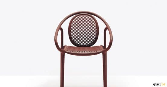 Curvy retro outdoor chair