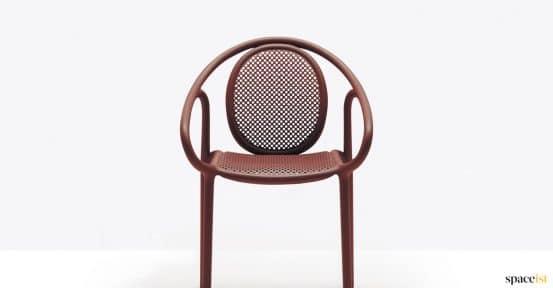 Curvy retro outdoor chair