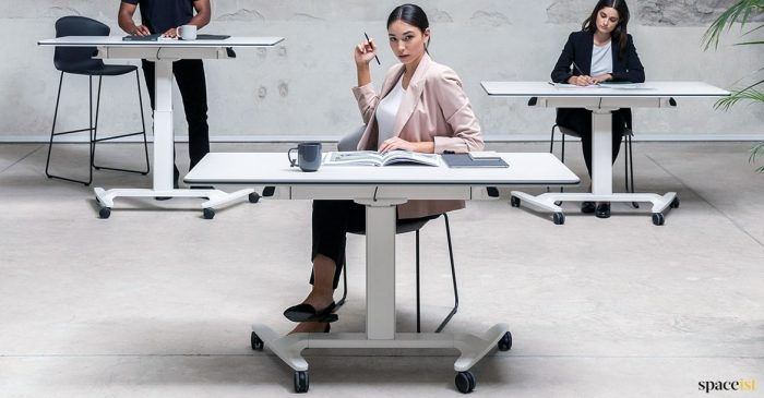 Talent folding desk with wheels