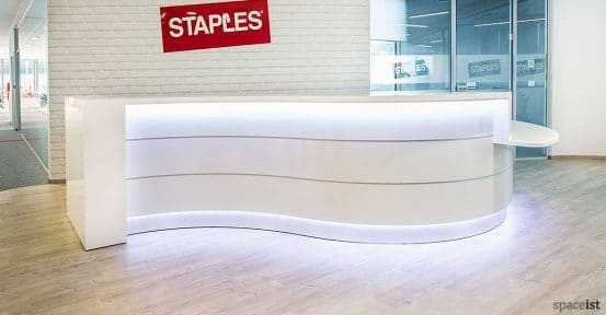 Valde white curvy reception desk with glossy front
