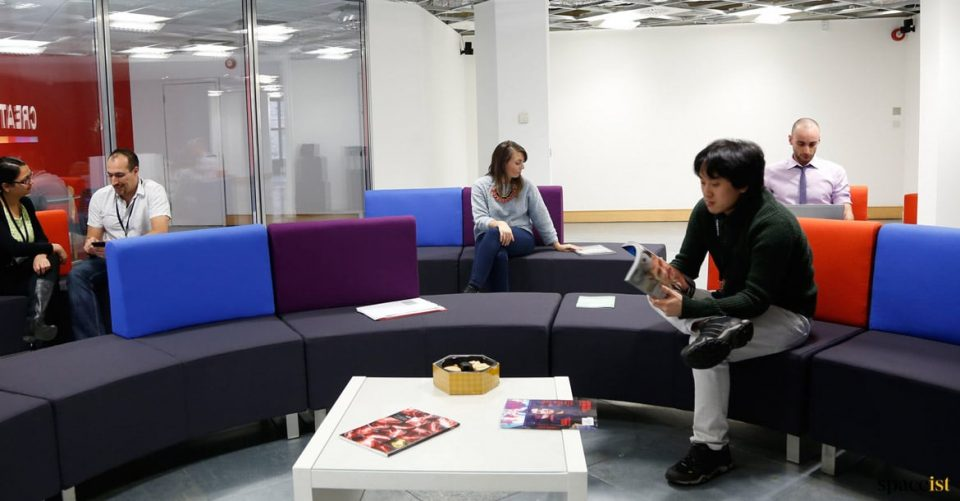 Audience sofa movable