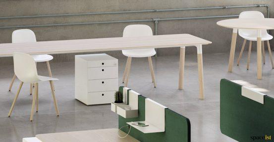 Long desk in beech + oak