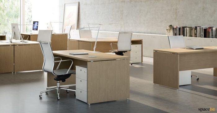 Xl-oak desk