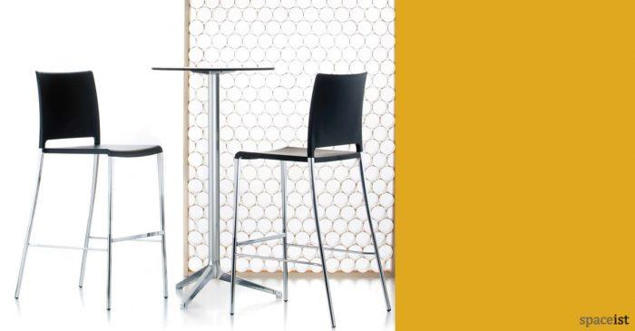 Ypsilon high cafe table in polished aluminium