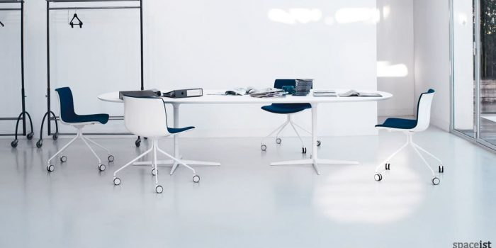 Eleo large oval table in white