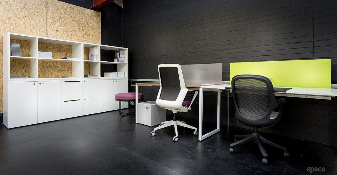 Spaceist showroom White desks