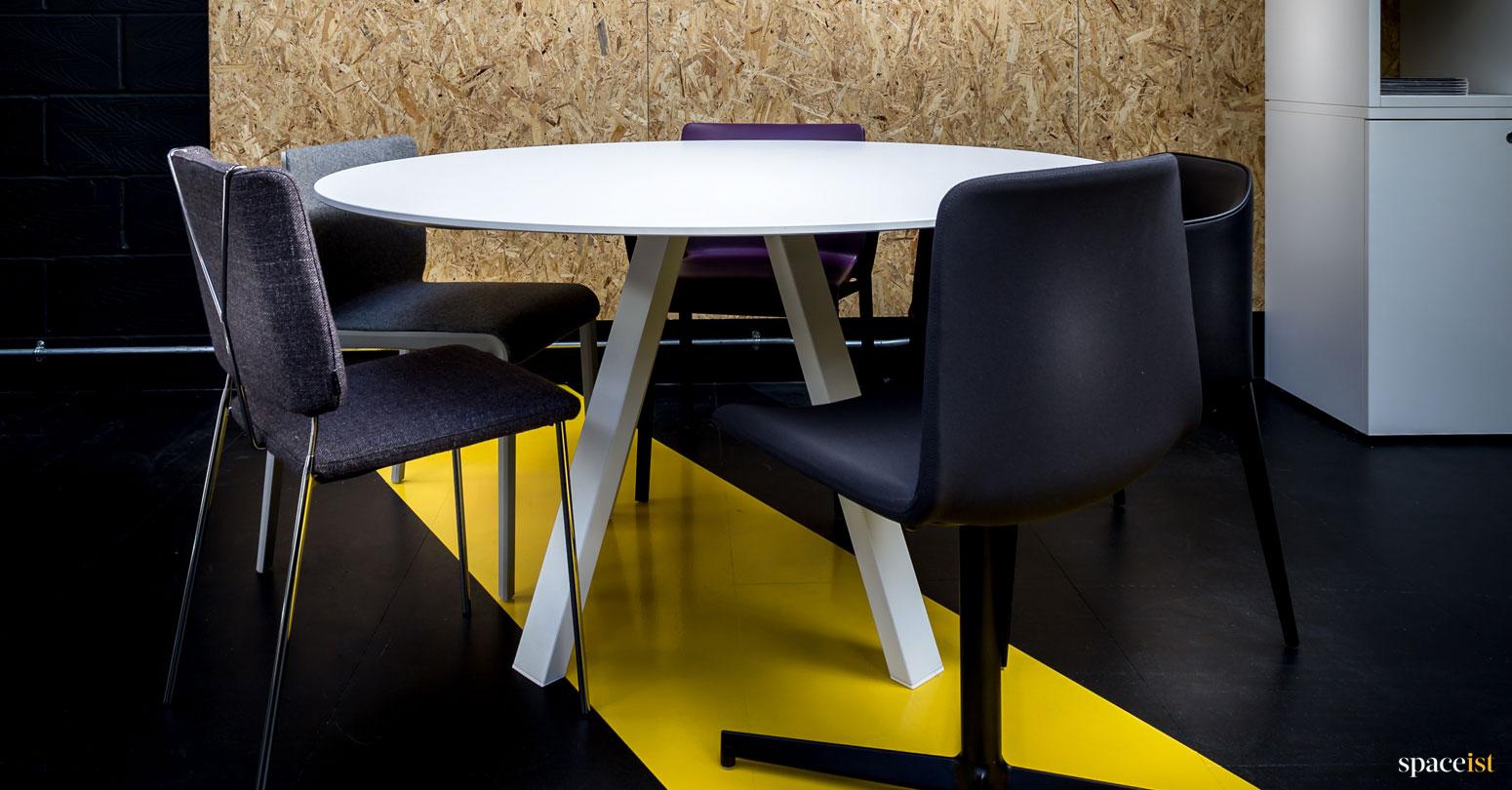 Spaceist showroom round meeting table
