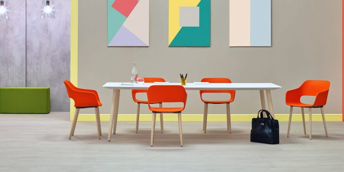 Babila meeting room table with wood legs