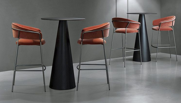 Standing Table in Black